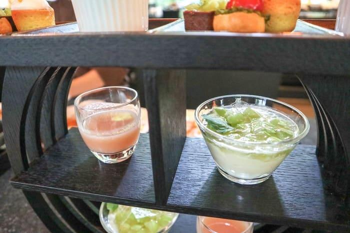 2段目の桃のスープとマスカットのムース