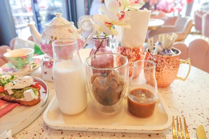 Salted Caramel Spanish (ソルトキャラメルスパニッシュラテ)42AED(約1,240円)