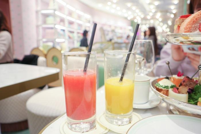 フレッシュグレープフルーツジュースとフレッシュオレンジジュース