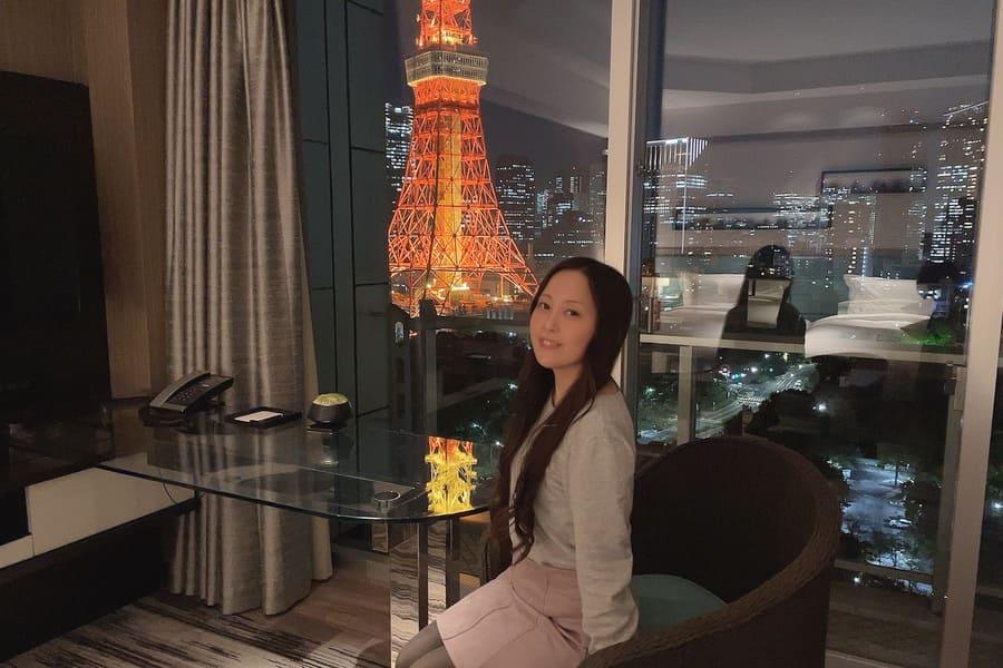 パノラミックルームから見えるライトアップされた東京タワー